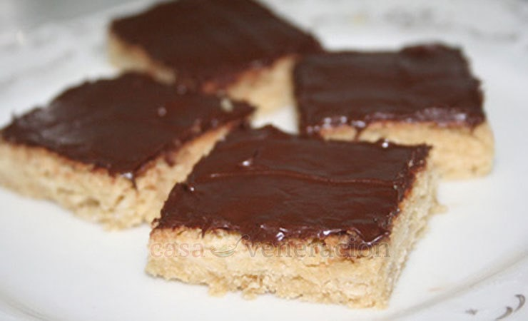Chocolate and almond cookie squares