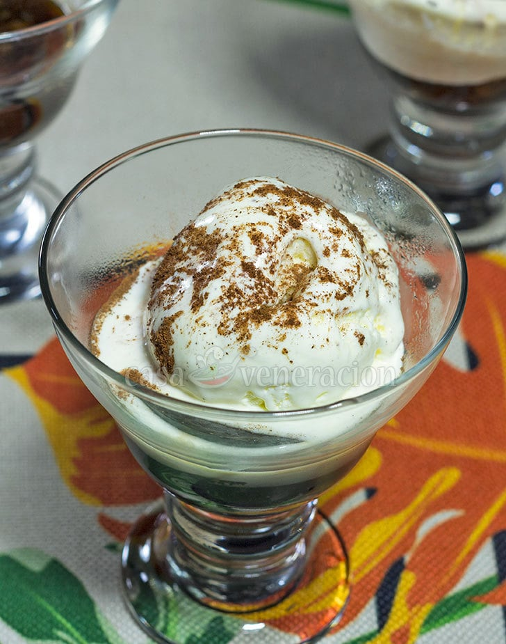 Coffee-flavored jelly topped with ice cream sprinkled with cinnamon. So easy to make this wonderful dessert that you'll want to make it again and again.