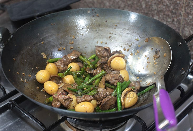 Chicken Livers and String Beans Stir Fry (Keto Friendly Recipe) Step 5: Add the fried chicken livers to the pan and stir fry until heated through