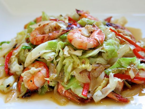 Shrimps, cabbage and bell pepper stir fry