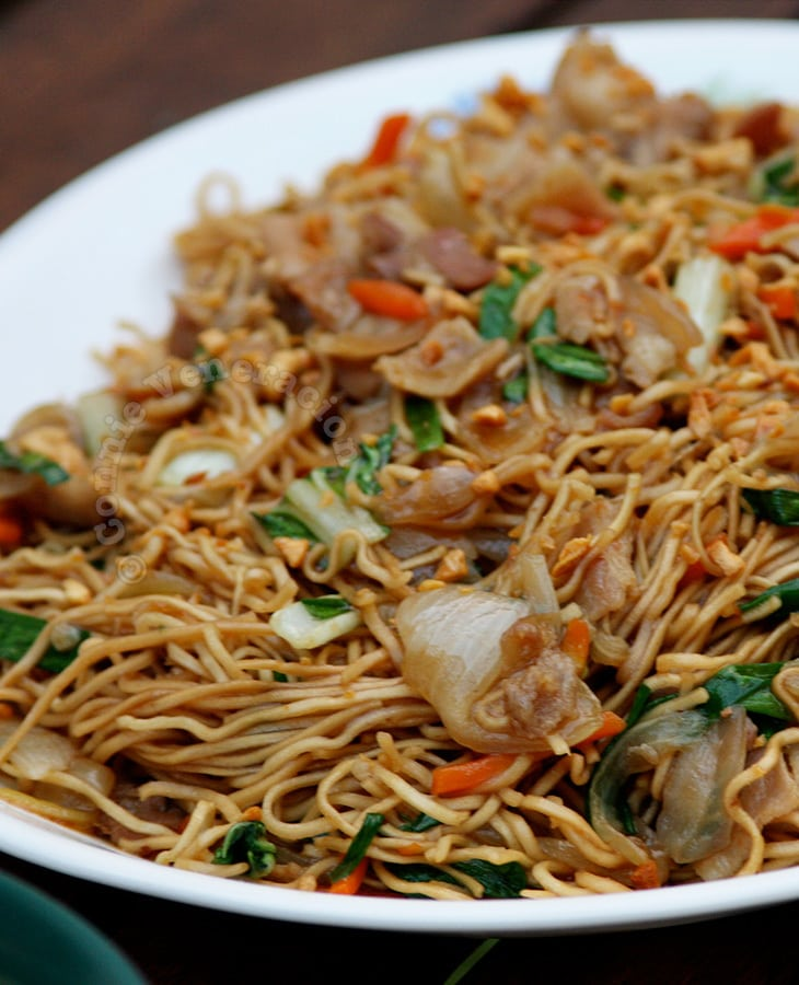 Ernest's Pancit Canton With Bacon-cut Pork | casaveneracion.com