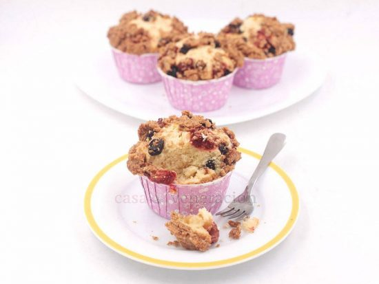 Strawberry and Blueberry Streusel Cupcakes
