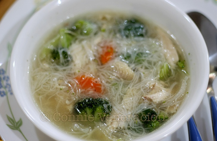 Chicken soup with broccoli and misua | casaveneracion.com