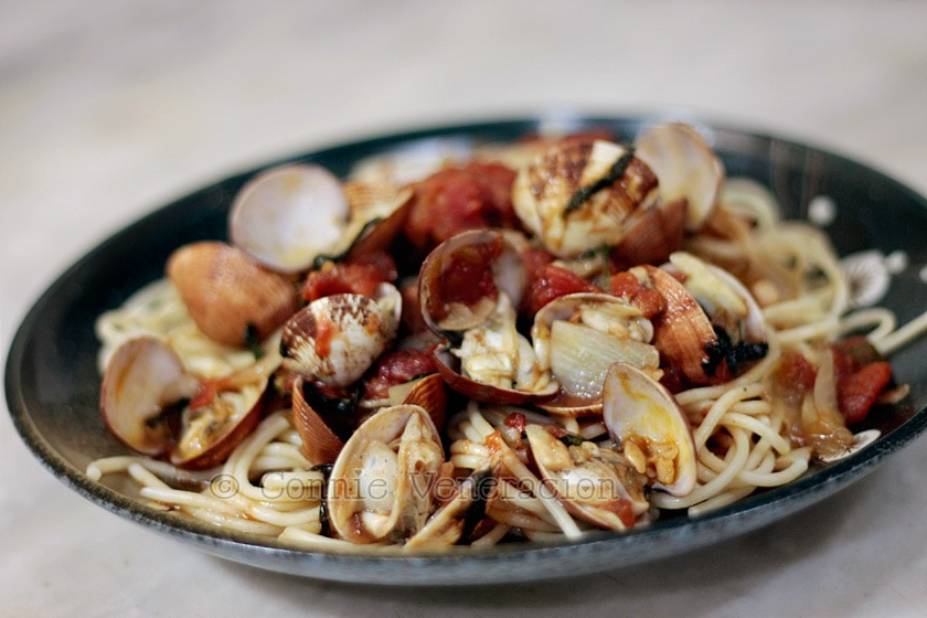 Pasta with clams in red wine sauce