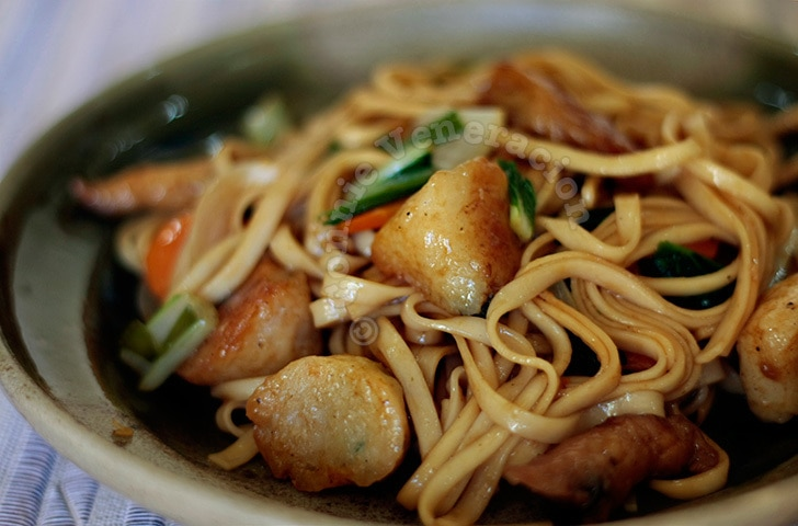 Stir fried soba with fish balls and quekiam