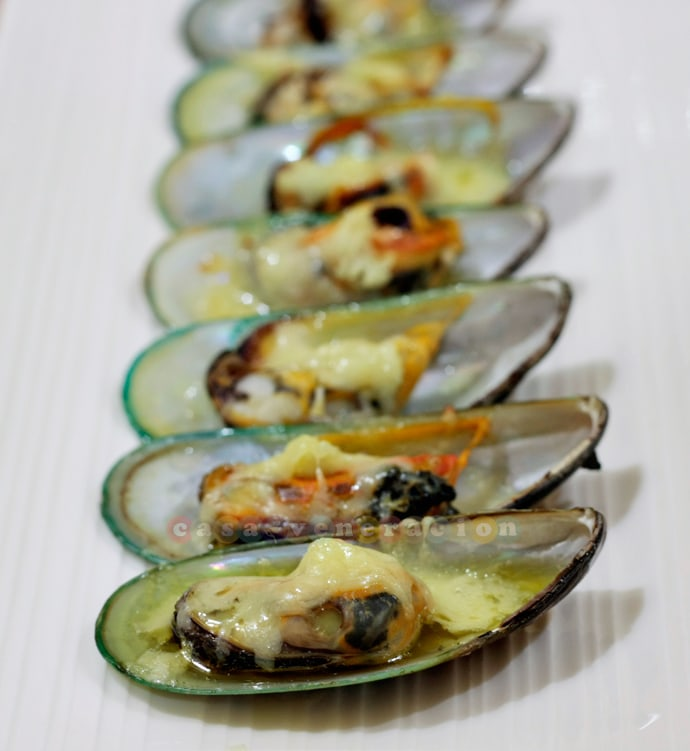 Baked tahong (mussels) with garlic, olive oil and cheese