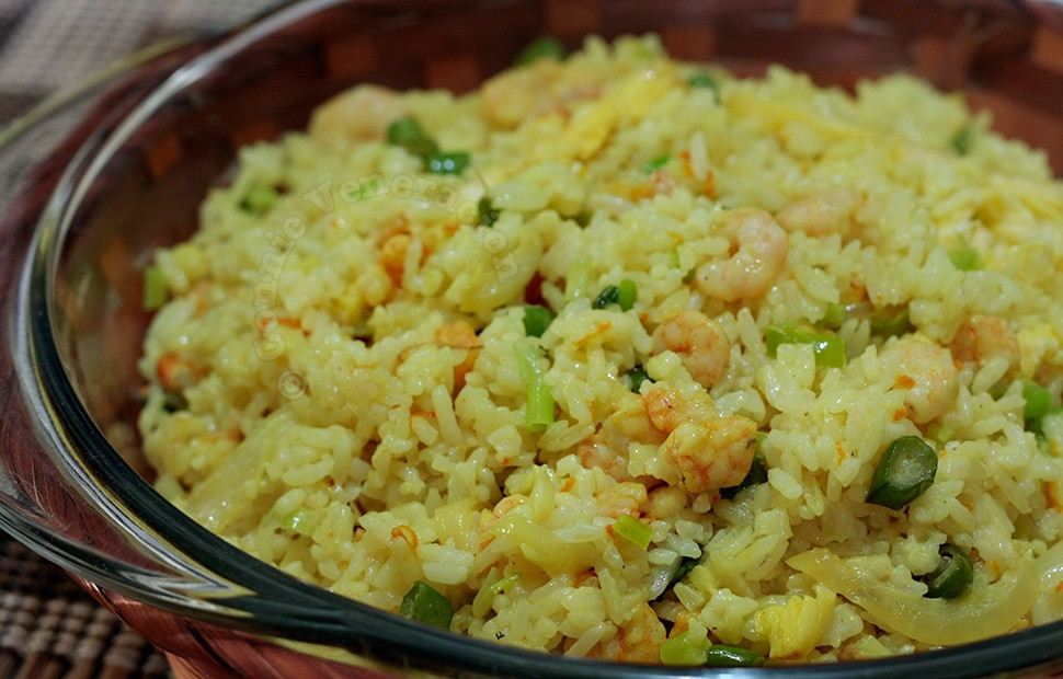 Yellow fried rice with shrimps and coconut cream | casaveneracion.com