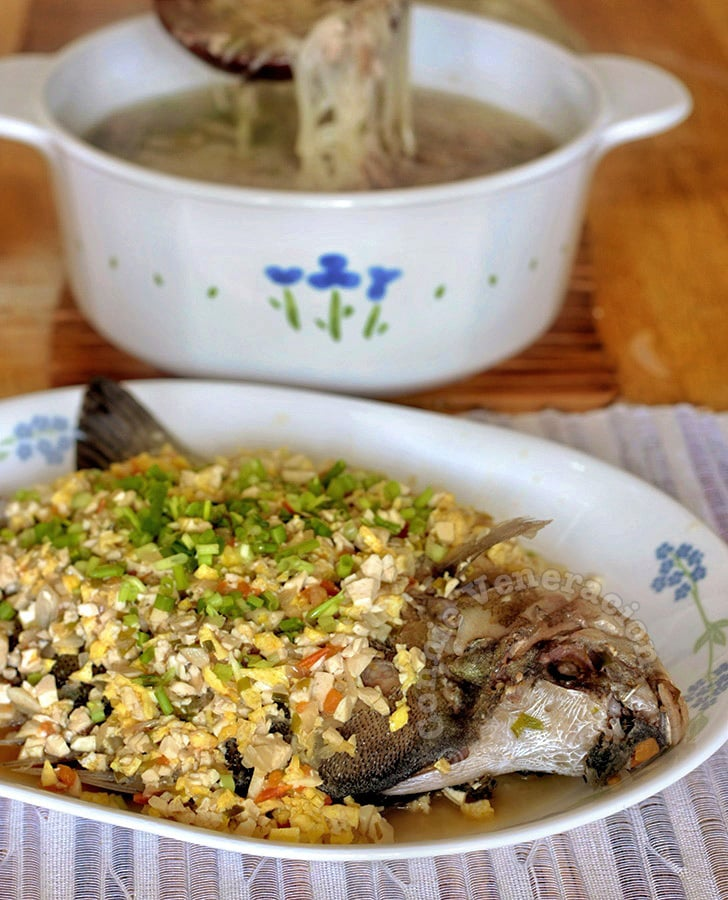 Pan-fried whole fish with tofu-egg salsa | casaveneracion.com