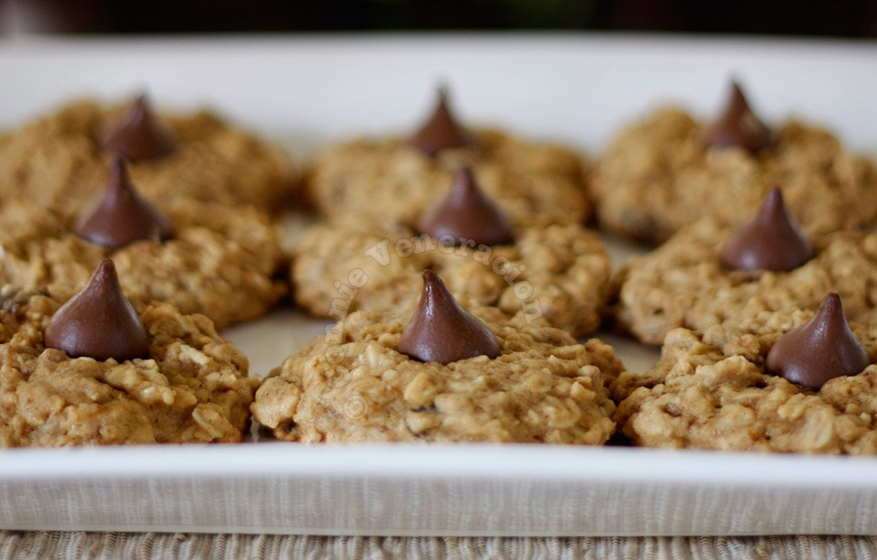 Chocolate-kissed Muesli Cookies | casaveneracion.com