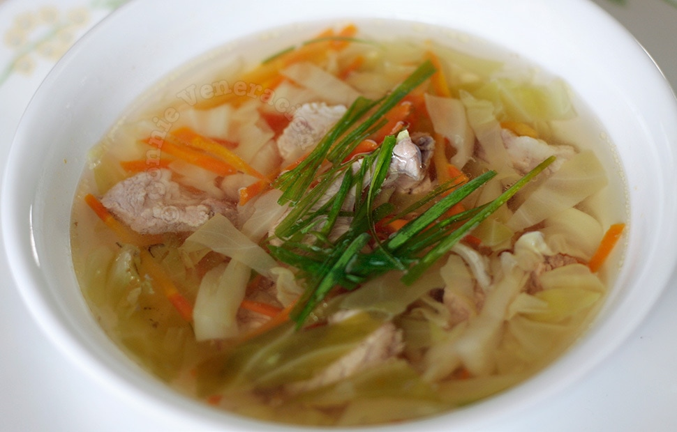 Pork and cabbage soup | casaveneracion.com