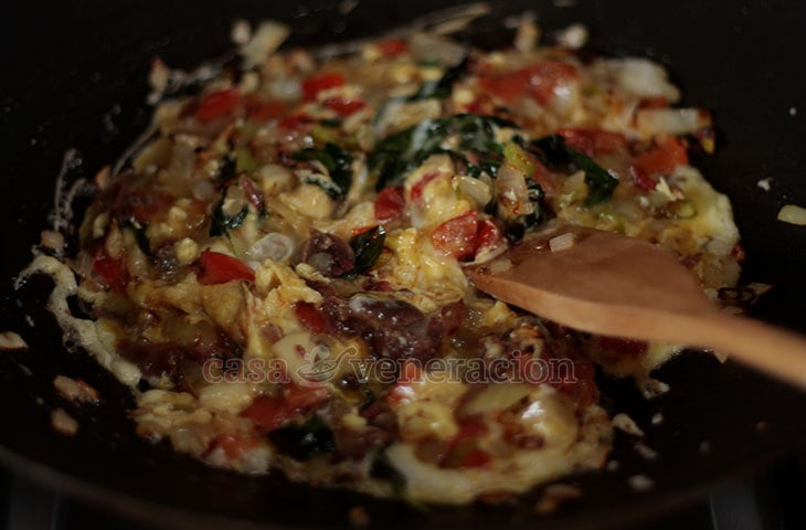 How To Cook Scrambled Eggs With Anchovies, Tomatoes and Basil