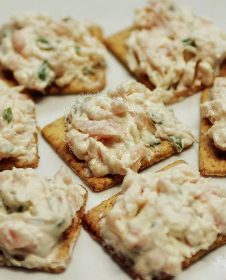 Smoked salmon and cream cheese canapés