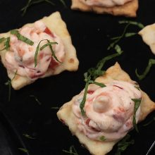 Thinking of easy but delicious canapés for a New Year's Eve party? Try spreading this filling made with smoked salmon and cream cheese on crackers.