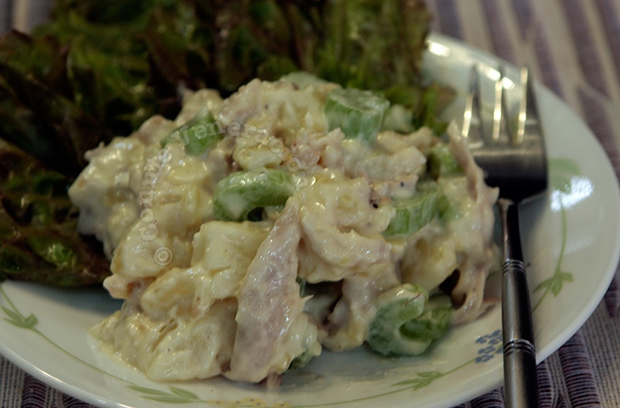 Turkey, potato and walnut salad | casaveneracion.com