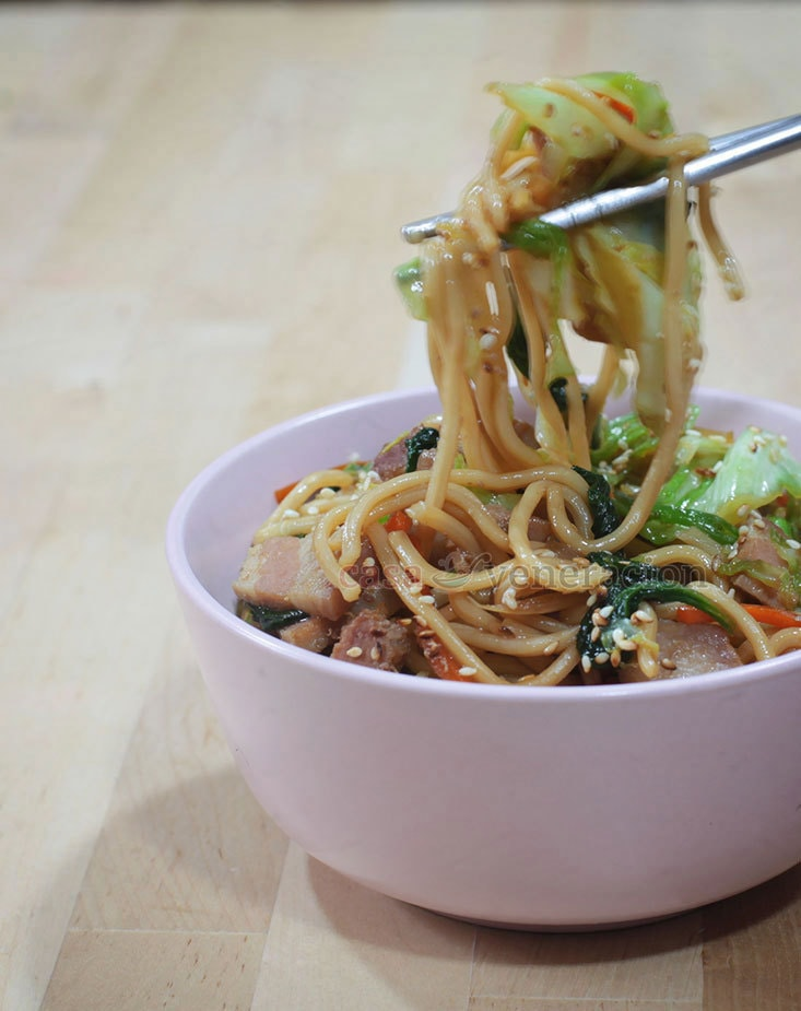 Easy and Delicious Yakisoba: Japanese Stir Fried Noodles