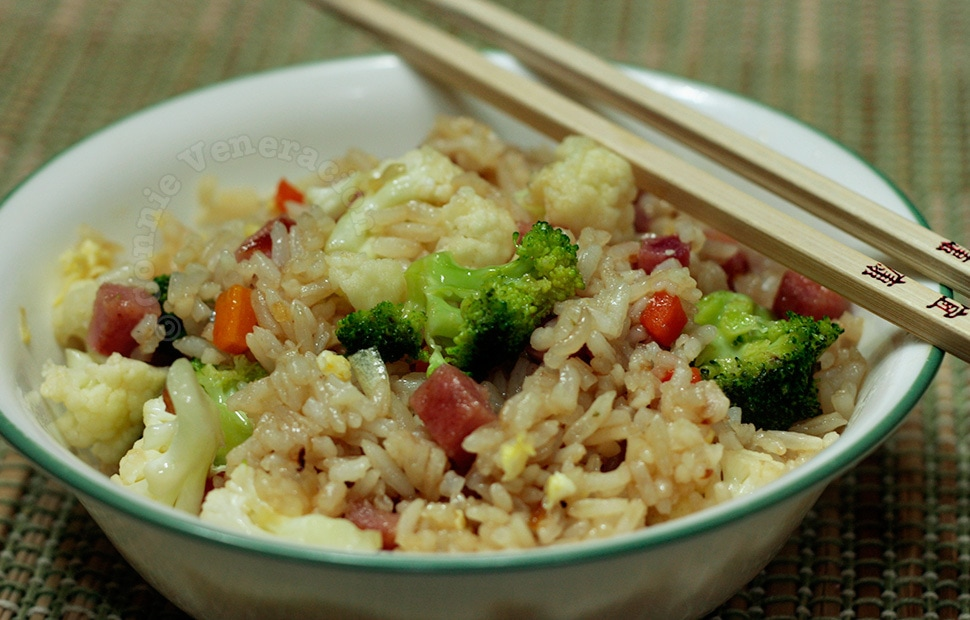 Chinese style fried rice with ham, broccoli and cauliflower | casaveneracion.com