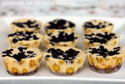 White chocolate and blueberry mini cheesecakes