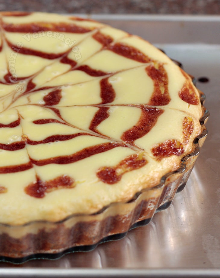 Strawberry feathered cheese tart