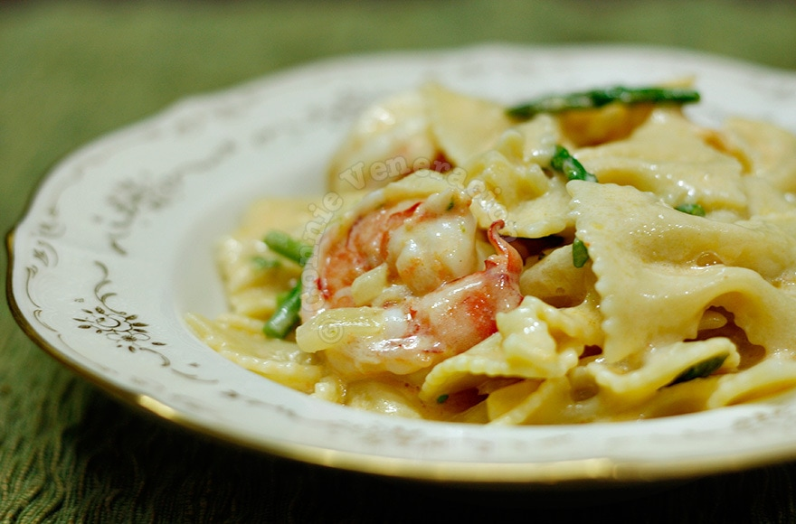 Mac and cheese… with prawns and asparagus | casaveneracion.com