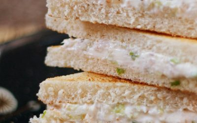 Smoked Spanish mackerel, cream cheese, chopped cucumber and some finely sliced iceberg lettuce make up the filling. Smoky, salty, subtly sweet with a touch of crisp leaves here and there. And the absolute creaminess of the cheese…
