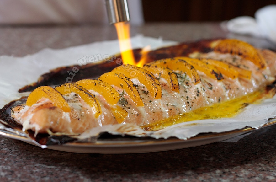 Baked salmon and peaches | casaveneracion.com