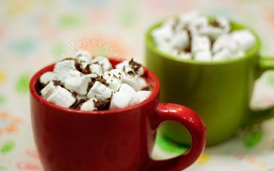 Coffee with mini marshmallows and shaved dark chocolate
