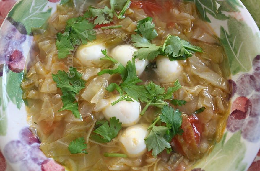 Cabbage and quail eggs soup | casaveneracion.com