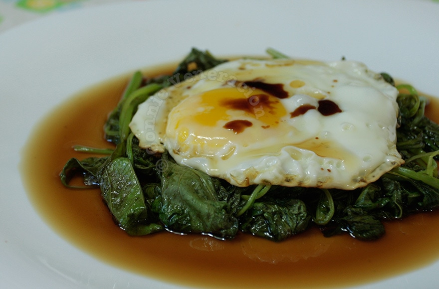 Wilted spinach and fried egg | casaveneracion.com