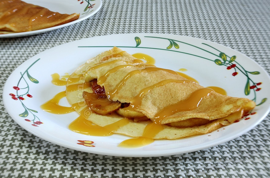 Breakfast crepes with caramelized apples and cinnamon | casaveneracion.com