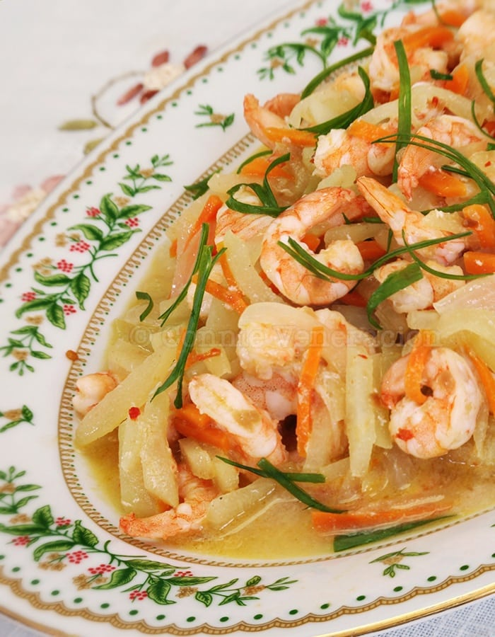 casaveneracion.com Spicy shrimps and chayote in white wine