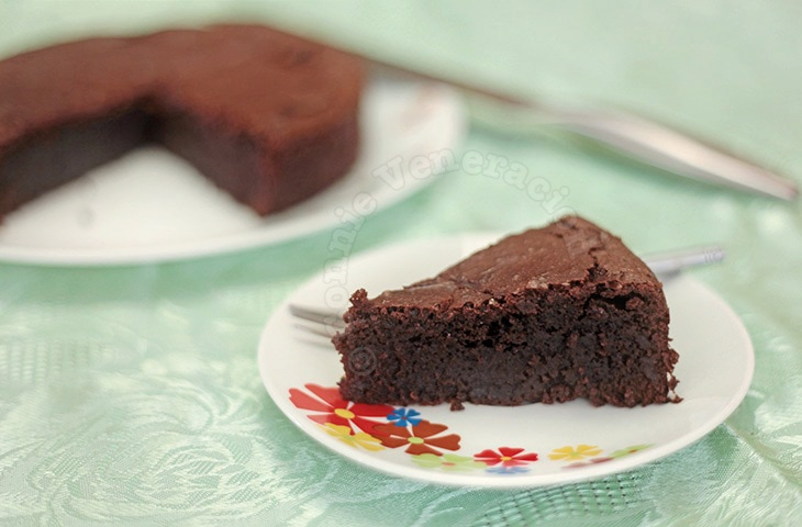 The most sinful chocolate cake | casaveneracion.com