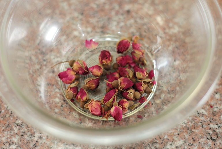 How to steep dried rose buds to make a floral drink