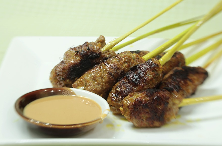 Grilled pork in lemongrass stalks | casaveneracion.com