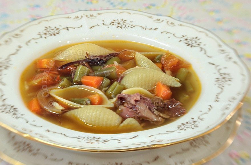 Ham and Pasta Soup | casaveneracion.com