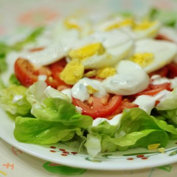 Lettuce, tomato and egg salad with cream cheese dressing