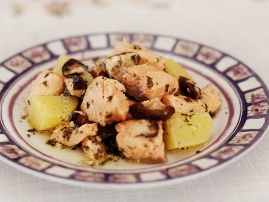 Salmon, mushrooms and potatoes in garlic lemon sauce