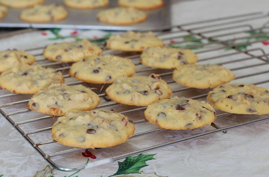 Chocolate Chip and Walnut Cookies | casaveneracion.com