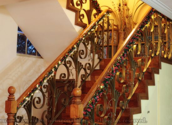 Christmas Decorating Idea: Garlands and Lights on the Stair Banister