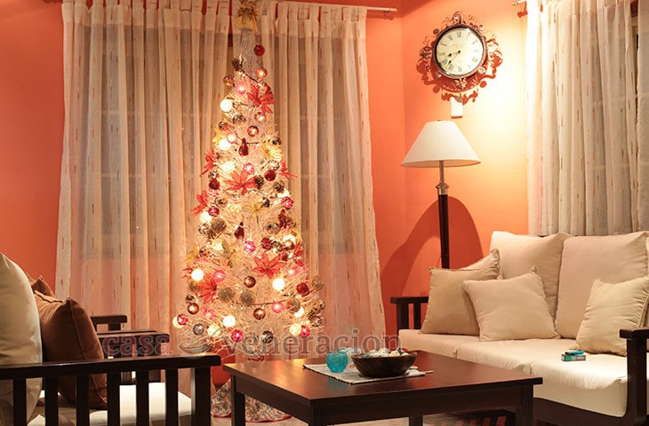 A White Christmas.A White Christmas Tree With Red And Gold Decor Casa Veneracion