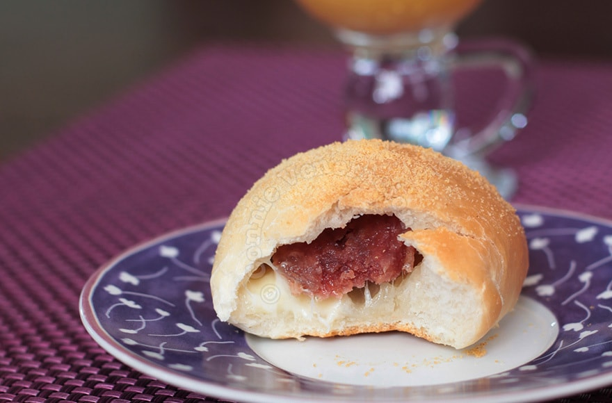 Sausage and cheese rolls, pandesal style | casaveneracion.com