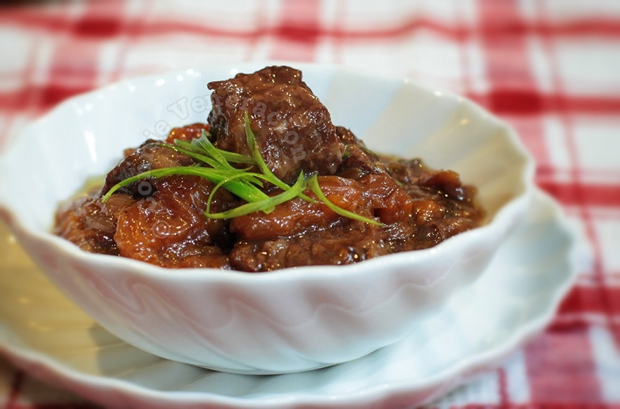 Beef and apricots stewed in red wine | casaveneracion.com