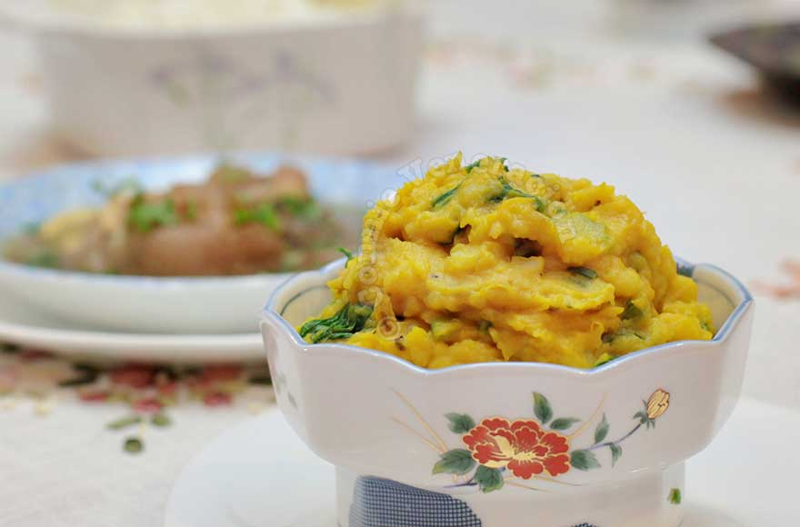 Meatless charquicán: mashed potatoes and squash with spinach and celery | casaveneracion.com
