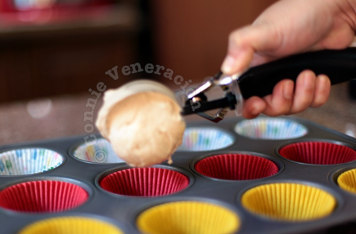 How to make uniform-sized cupcakes and muffins
