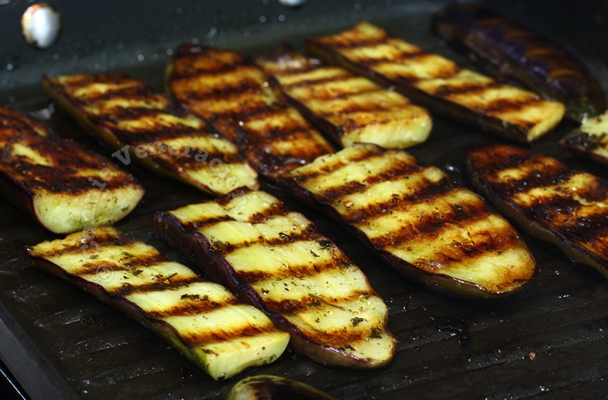 Herbed Grilled Eggplants (and How To Prevent Them From Sticking on the Grill) | casaveneracion.com