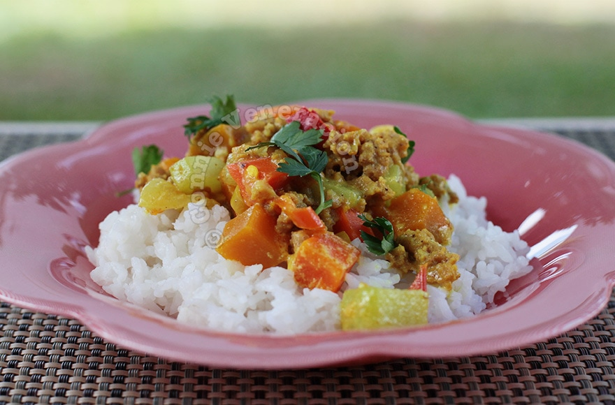 15-minute ground pork and vegetable curry | casaveneracion.com