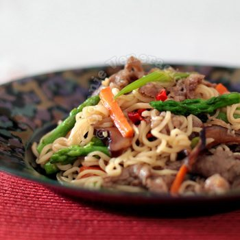 Sweet and spicy noodles with beef and vegetables