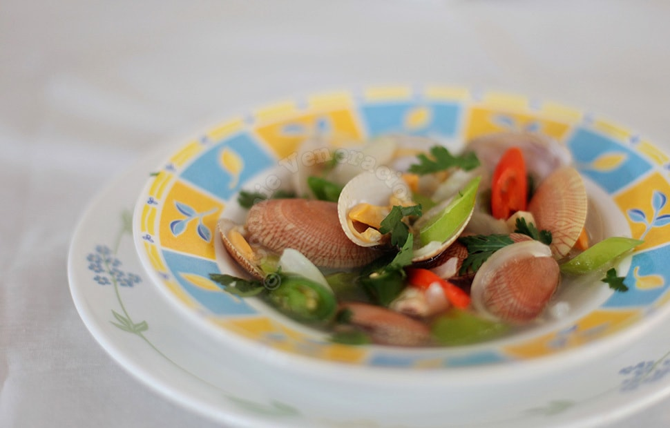 Clam soup with ginger and chilies | casaveneracion.com