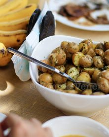 Buttered pearl potatoes with fresh parsley