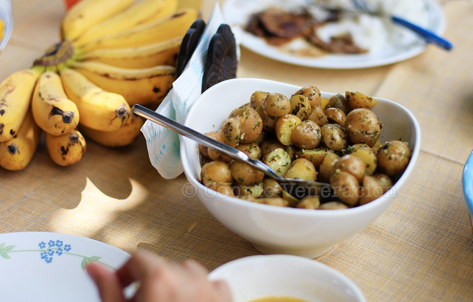Buttered Pearl Potatoes With Fresh Parsley | casaveneracion.com