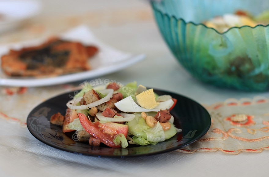 Speedy's lettuce, egg and cashew nut salad… with SPAM! | casaveneracion.com